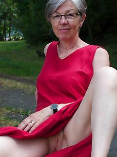Granny Voyeur Upskirt - Free Up Skirt Porn Pics